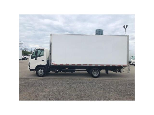 2016 Hino 195 SOLD!Used 2016 Hino 195 With 20' Body & Tailgate (Stk: ST1001189T) in Toronto - Image 10 of 18