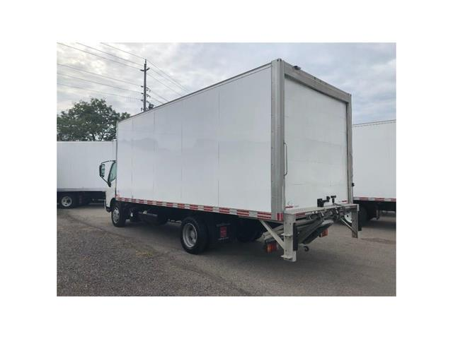 2016 Hino 195 SOLD!Used 2016 Hino 195 With 20' Body & Tailgate (Stk: ST1001189T) in Toronto - Image 11 of 18