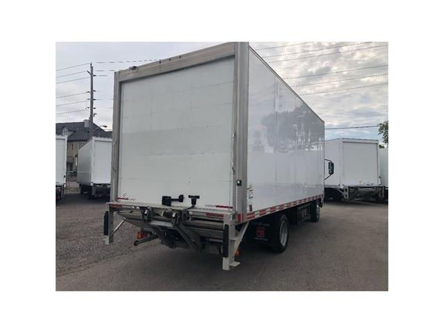 2016 Hino 195 SOLD!Used 2016 Hino 195 With 20' Body & Tailgate (Stk: ST1001189T) in Toronto - Image 13 of 18