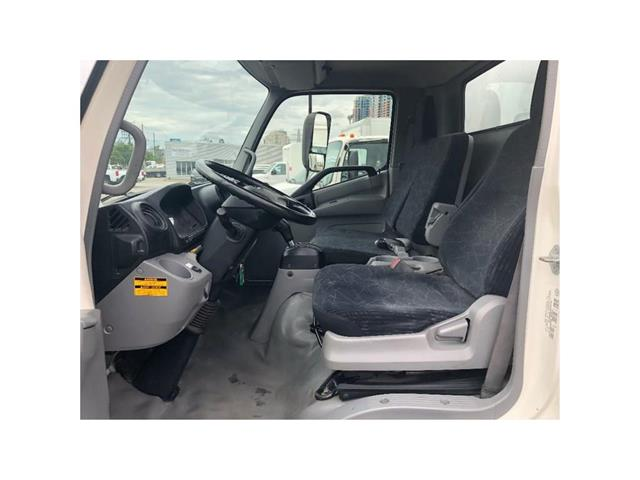 2016 Hino 195 SOLD!Used 2016 Hino 195 With 20' Body & Tailgate (Stk: ST1001189T) in Toronto - Image 18 of 18