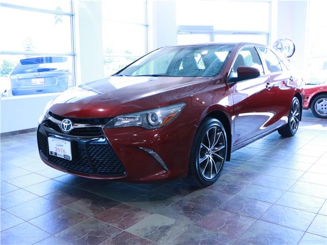 2016 Toyota Camry XSE (Stk: 195919) in Kitchener - Image 1 of 32