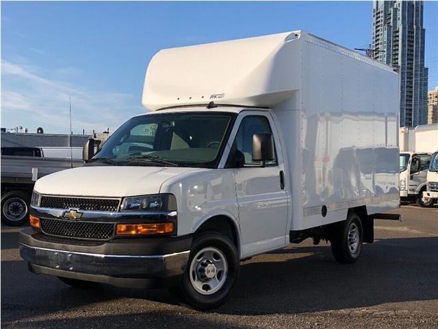 2019 Chevrolet Express 3500 New 2019 Chev. Express SRW Cube-Van (Stk: ST951007) in Toronto - Image 1 of 17