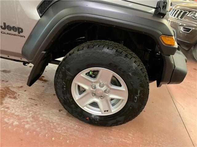2020 Jeep Gladiator Sport S (Stk: T20-21) in Nipawin - Image 2 of 18