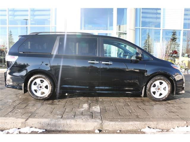 2017 Toyota Sienna SE 8 Passenger (Stk: 200070A) in Calgary - Image 2 of 11