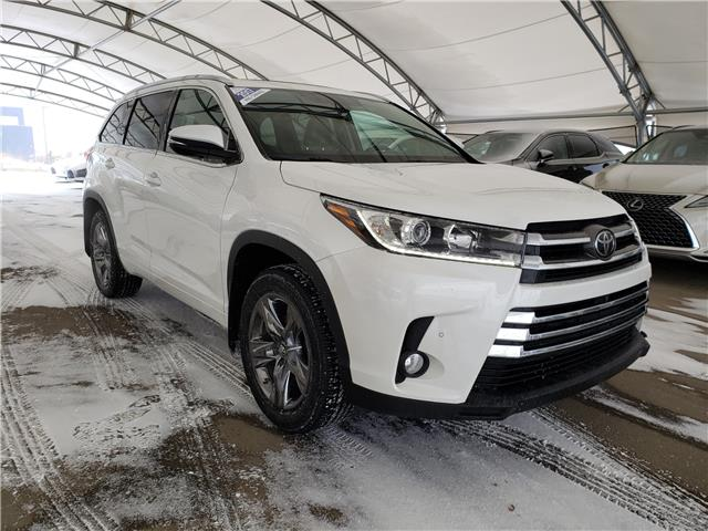 2017 Toyota Highlander Limited (Stk: L20144A) in Calgary - Image 1 of 25