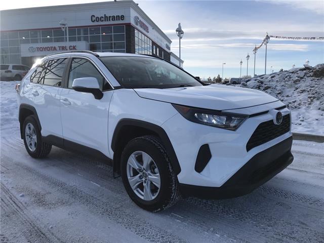 2019 Toyota RAV4 LE (Stk: 2985) in Cochrane - Image 1 of 19