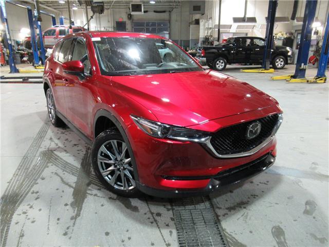 2019 Mazda CX-5 Signature (Stk: M2328) in Calgary - Image 1 of 2