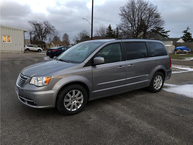 2013 Chrysler Town & Country Touring (Stk: U23119) in Goderich - Image 1 of 17