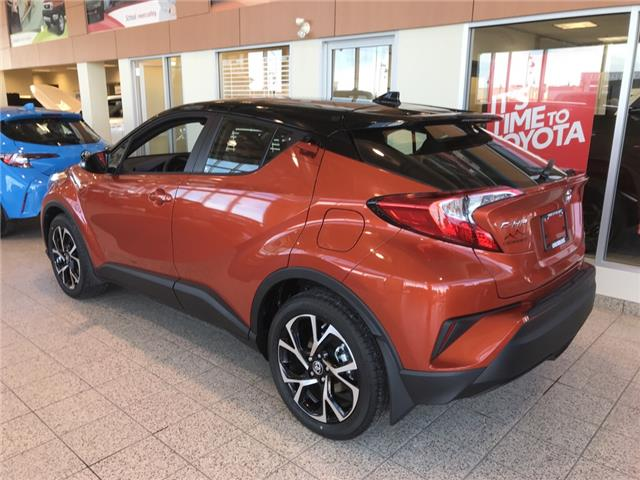 2020 Toyota C-HR XLE Premium (Stk: 200158) in Cochrane - Image 2 of 9