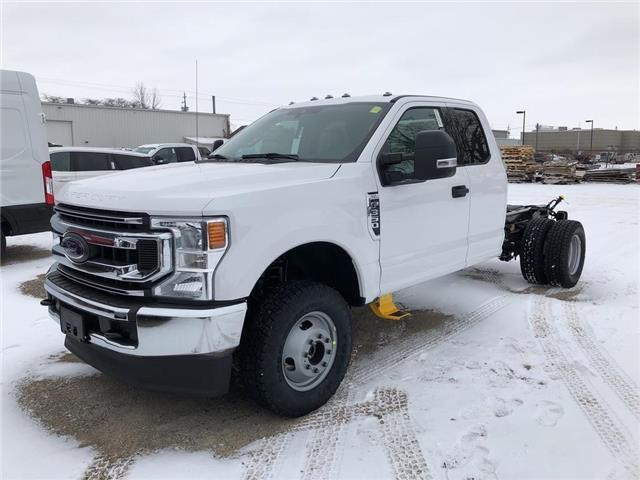 2020 Ford F-350 Chassis XLT (Stk: VFF19151) in Chatham - Image 1 of 5