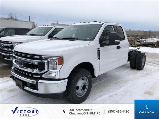 2020 Ford F-350 Chassis XLT (Stk: VFF19131) in Chatham - Image 1 of 5