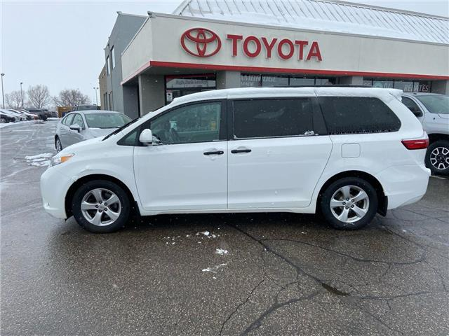 2016 Toyota Sienna  (Stk: 2004871) in Cambridge - Image 1 of 15