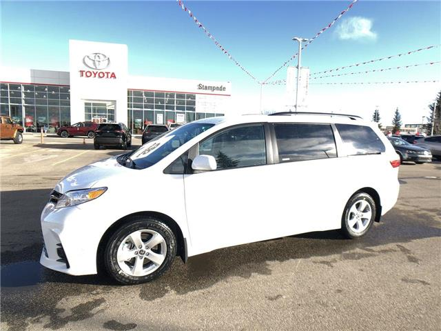 2020 Toyota Sienna LE 8-Passenger (Stk: 200454) in Calgary - Image 1 of 26