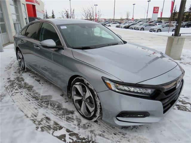 2018 Honda Accord Touring 2.0T (Stk: 206157A) in Airdrie - Image 1 of 33