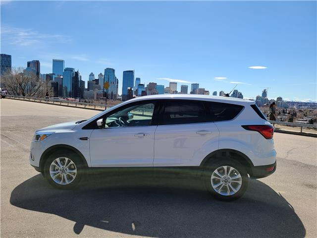 2019 Ford Escape SE 1FMCU9GD2KUB39181 N3037 in Calgary