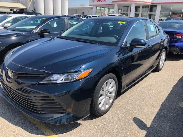 2019 Toyota Camry LE (Stk: 41255) in Chatham - Image 1 of 7