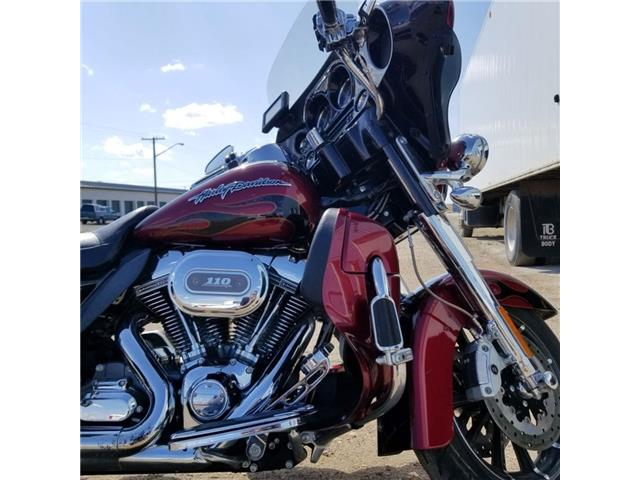 2011 Harley-Davidson FLHTCUSE6 - CVO™ Ultra Classic® Electra Glide®  (Stk: 2011-FLHTCUSE-4170) in Yorkton - Image 1 of 8