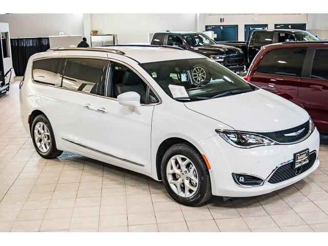 2020 Chrysler Pacifica Touring-L (Stk: 33416) in Barrie - Image 1 of 29