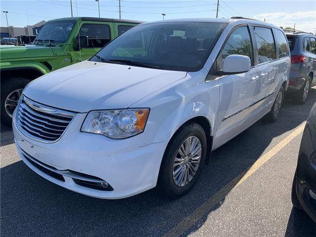 2016 Chrysler Town & Country Touring-L (Stk: GR188218) in Sarnia - Image 1 of 2