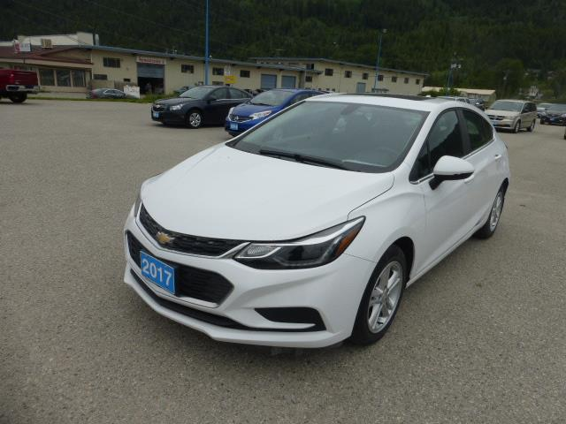 2017 Chevrolet Cruze Hatch LT Auto (Stk: 06553L) in Creston - Image 1 of 15