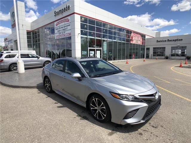 2020 Toyota Camry SE (Stk: 200690) in Calgary - Image 1 of 15
