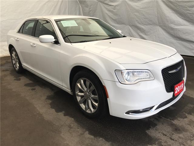 2019 Chrysler 300 Touring (Stk: 1960051R) in Thunder Bay - Image 1 of 17