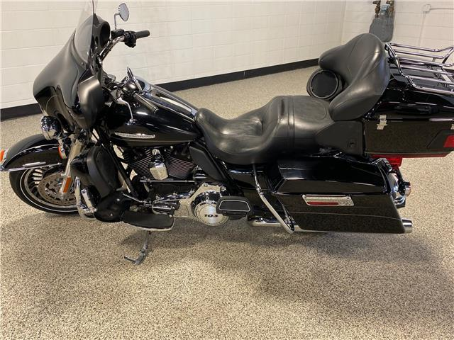 2012 Harley-Davidson FLHTK ELECTRA GLIDE LIMITED TOURING (Stk: P12395B) in Calgary - Image 1 of 11