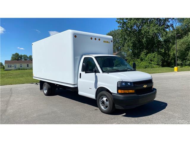 2020 Chevrolet Express Cutaway Work Van (Stk: 20-0421) in LaSalle - Image 1 of 23