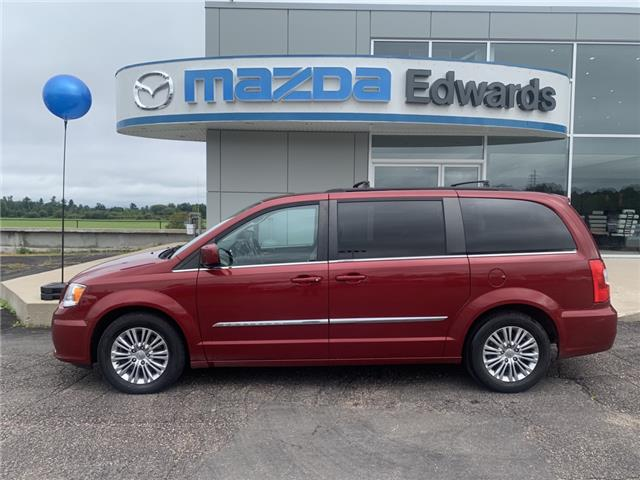 2016 Chrysler Town & Country Touring-L (Stk: 22362) in Pembroke - Image 1 of 10