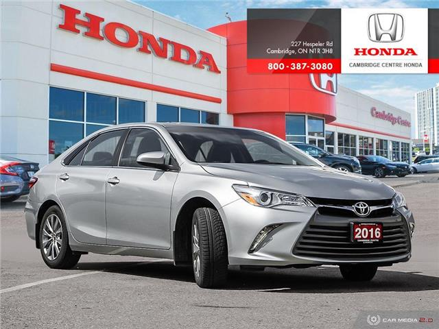 2016 Toyota Camry XLE (Stk: 20944A) in Cambridge - Image 1 of 27