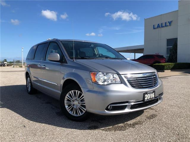 2016 Chrysler Town & Country Touring-L (Stk: S10541B) in Leamington - Image 1 of 26