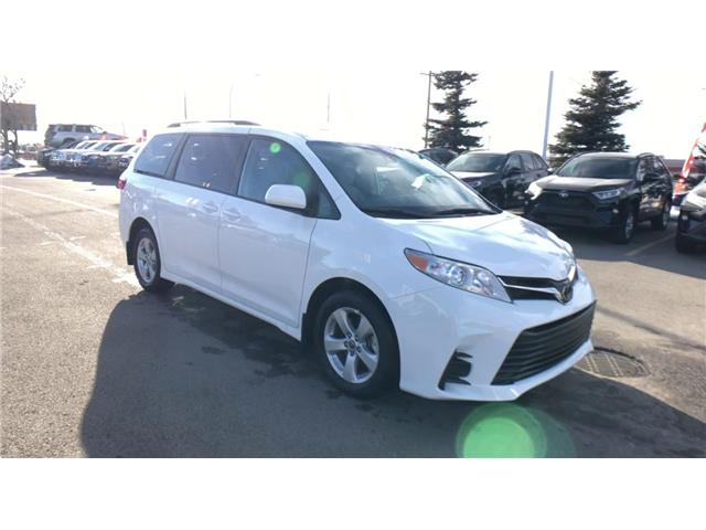 2020 Toyota Sienna LE 8-Passenger (Stk: 201029) in Calgary - Image 1 of 25