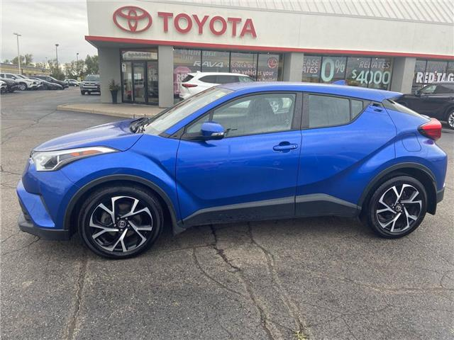 2018 Toyota C-HR XLE (Stk: 2100161) in Cambridge - Image 1 of 17