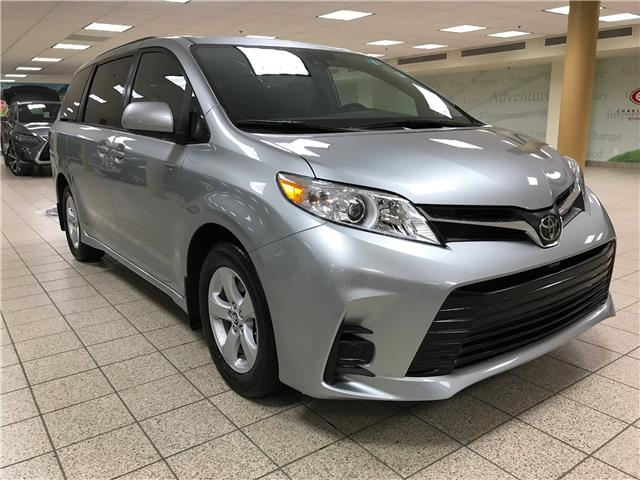 2020 Toyota Sienna LE 8-Passenger (Stk: 201515) in Calgary - Image 1 of 19