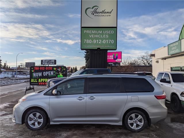 2019 Toyota Sienna LE 8-Passenger (Stk: HW1063) in Edmonton - Image 1 of 30