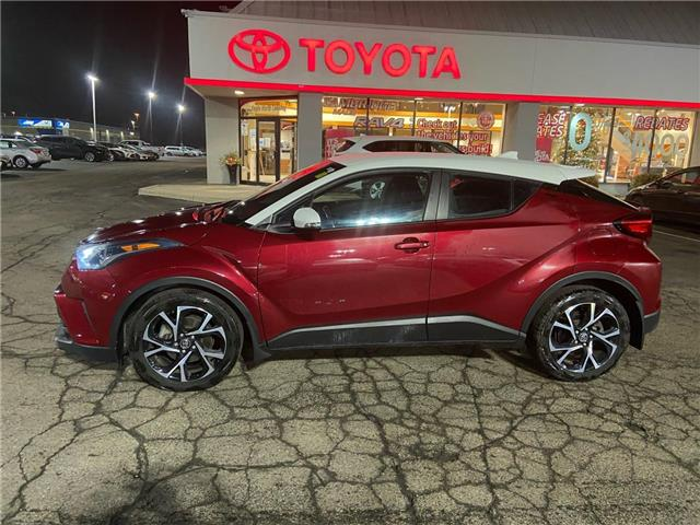 2018 Toyota C-HR XLE (Stk: 2100851) in Cambridge - Image 1 of 12