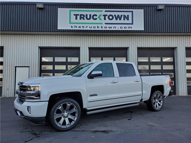 2017 Chevrolet Silverado 1500 High Country (Stk: T0088) in Smiths Falls - Image 1 of 25