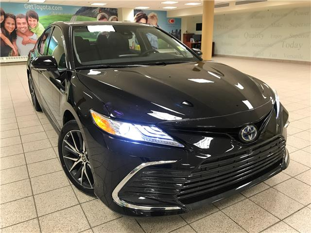 2021 Toyota Camry Hybrid XLE (Stk: 210315) in Calgary - Image 1 of 20