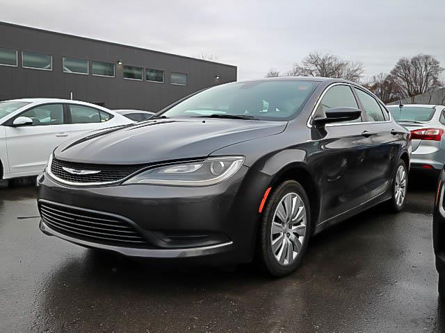 2015 Chrysler 200 LX (Stk: S00067B) in Ottawa - Image 1 of 1