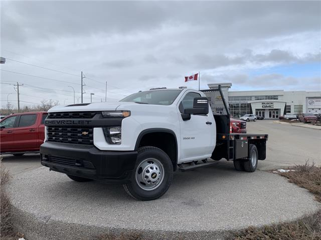 2021 Chevrolet Silverado 3500HD Chassis Work Truck (Stk: MF174109) in Calgary - Image 1 of 20