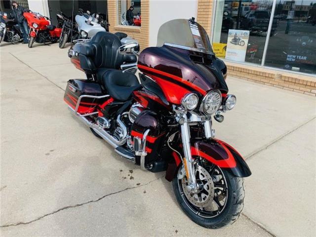 2017 Harley-Davidson FLHTKSE - CVO™ Limited  (Stk: FLHTKSE-17-0879) in Saskatoon - Image 1 of 9