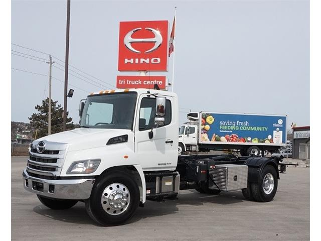 2017 Hino 338  (Stk: HLTS20343T) in Barrie - Image 1 of 16