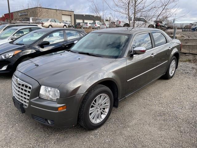2010 Chrysler 300 Touring (Stk: 140273) in Milton - Image 1 of 1
