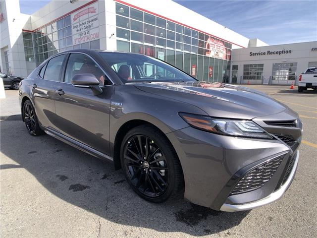 2021 Toyota Camry Hybrid XSE (Stk: 210469) in Calgary - Image 1 of 13