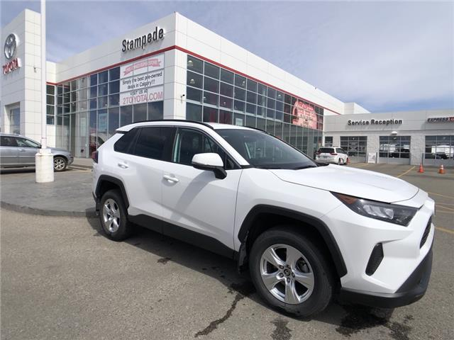 2019 Toyota RAV4 LE (Stk: 9441A) in Calgary - Image 1 of 11