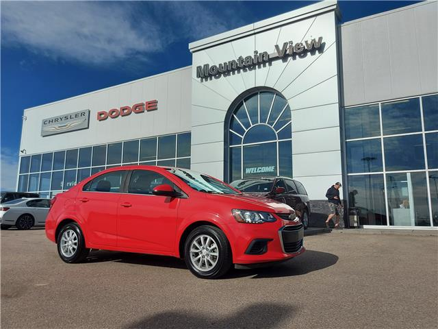 2017 Chevrolet Sonic LT Auto (Stk: AM072B) in Olds - Image 1 of 18