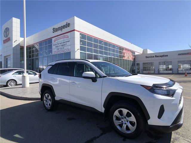 2020 Toyota RAV4 LE (Stk: 210557A) in Calgary - Image 1 of 24