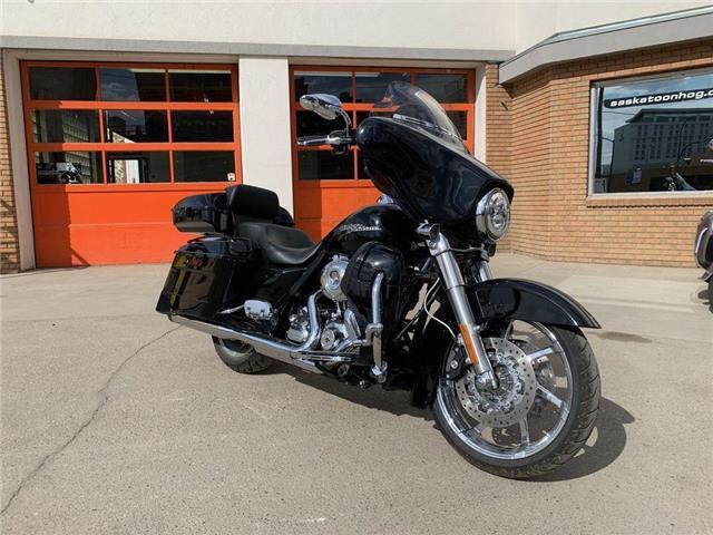 2011 Harley-Davidson Street Glide Limited  (Stk: FLHX-11-0359) in Saskatoon - Image 1 of 9