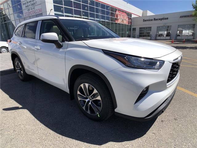 2021 Toyota Highlander XLE (Stk: 210641) in Calgary - Image 1 of 16