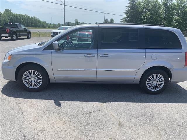 2016 Chrysler Town & Country Touring-L (Stk: ) in Morrisburg - Image 1 of 17